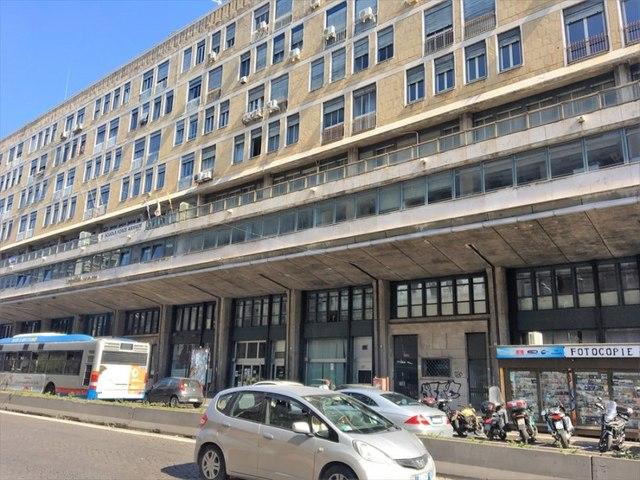 Catania center, locasi commercial activity of 80 square
